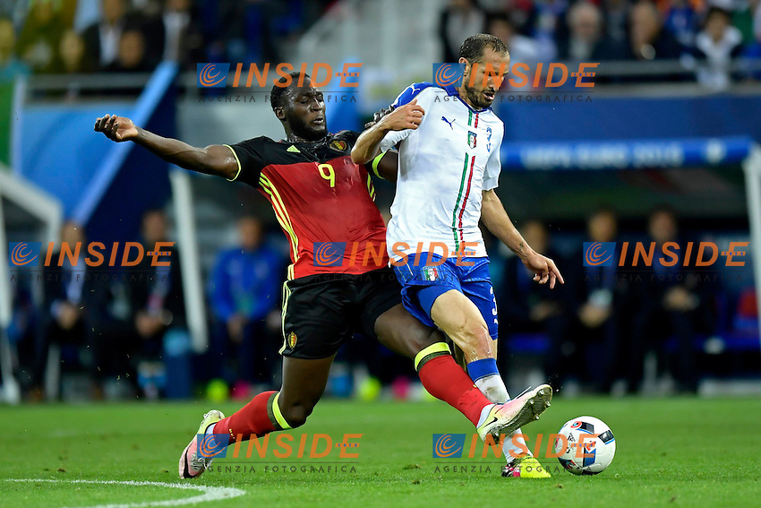 Lukaku Romelu forward of Belgium is fighting for the ball with Chiellini Giorgio defender of Italy <br /> Lyon 13-06-2016 Stade de Lyon Footballl Euro2016 Belgium - Italy / Belgio - Italia Group Stage Group D. Foto Photo News / Panoramic  / Insidefoto