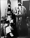 Iran 1865 Mirza Mohammed Reza Vazir, Kurdish high dignitary with his servants  <br /> Iran 1865 Mirza Mohammed Reza Vaziri, haut dignitaire kurde avec des serviteurs<br />  ئیران سالی 1865 میرزا موحه مه د رزا وه زیری کوردیکی ئه شراف و به ناو له گه ل خزمه تکاره کانی