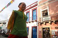 OLINDA, PE, 23.02.2014 - CARNAVAL / PERNAMBUCO / OLINDA - Folioes durante o bloco Os Tranquilos de Amparo nas ruas do Centro Historico de Olinda, neste domingo, 23. (Foto: William Volcov / Brazil Photo Press).