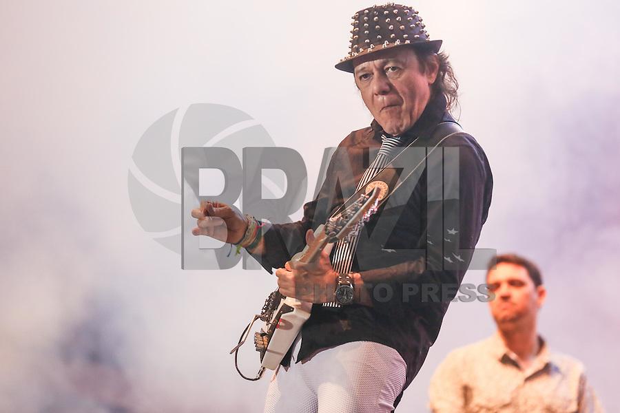 SÃO PAULO,SP, 21.05.2016 - VIRADA-CULTURAL - O guitarrista Armandinho durante apresentação no palco Julio Prestes na Virada Cultural 2016 no centro de São Paulo, neste sábado, 21. (Foto: William Volcov/Brazil Photo Press)