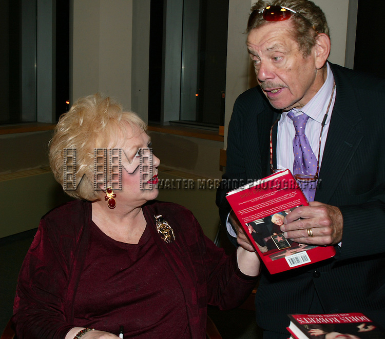 JERRY STILLER visits his friend DORIS ROBERTS <br /> Promoting her new book, ARE YOU HUNGRY, DEAR ?<br /> at a book signing held at Barnes &amp; Noble,<br /> New York City.<br /> April 14, 2003
