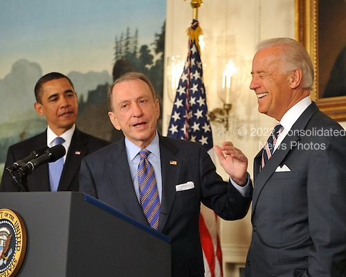 Washington, D.C. - April 29, 2009 -- United States Senator Arlen Specter (Democrat of Pennsylvania) makes a statement as U.S. President Barack Obama welcomes him to the Democratic Party.   From left to right: President Obama, Senator Specter, and Vice President Joseph Biden..Credit: Ron Sachs / Pool via CNP