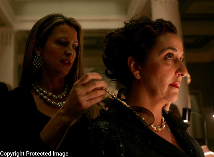 Renata Metelska, left, helps Glenna Hazen try on one of Zonnie Sheik's necklaces outside of the symphony hall during the 2006 Symphony Ball benefiting the Nashville Symphony at the Schermerhorn Symphony Center in Nashville, Tenn.,  Saturday, Dec. 9, 2006.&amp;#xD;Jeff Adkins /for The Tennessean<br />