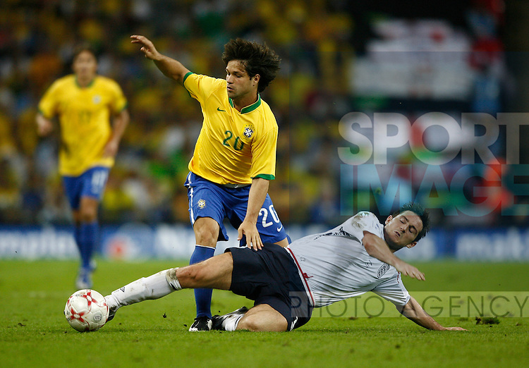 England's Frank Lampard tackles Brazil's Diego..International Friendly..England v Brazil..1st June, 2007..--------------------..Sportimage +44 7980659747..admin@sportimage.co.uk..http://www.sportimage.co.uk/