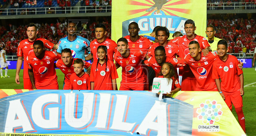CALI - COLOMBIA  - 15 -  07  -  2017: Los jugadores de America posan para una foto, durante partido entre America de Cali y Deportes Tolima de la fecha 2 por la Liga Aguila II 2017 jugado en el estadio Pascual Guerrero de la ciudad de Cali. / The players of America pose for a photo, during a match between America de Cali and Deportes Tolima of the date 2nd for the Liga Aguila II 2017 at the Pascual Guerrero stadium in Cali city. Photo: VizzorImage / Nelson Rios / Cont.
