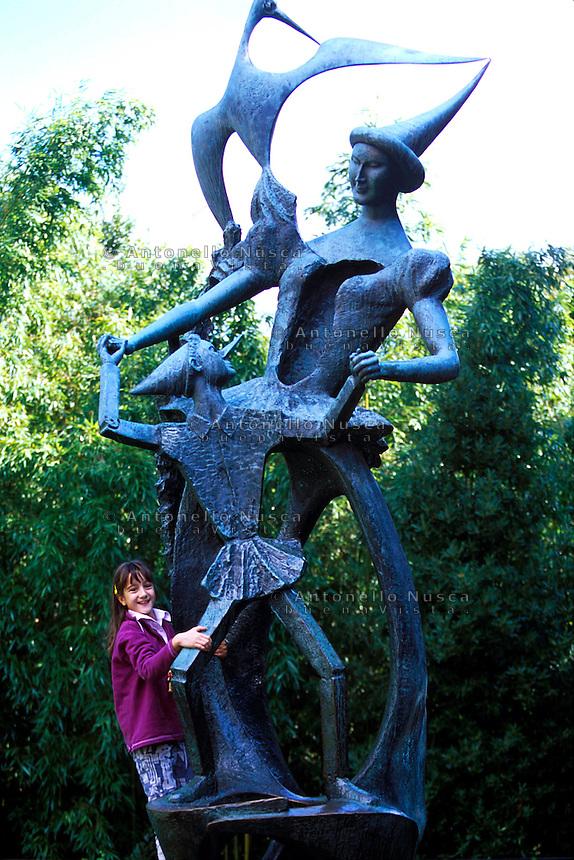 Una statua di Pinocchio nel parco giochi di Collodi.