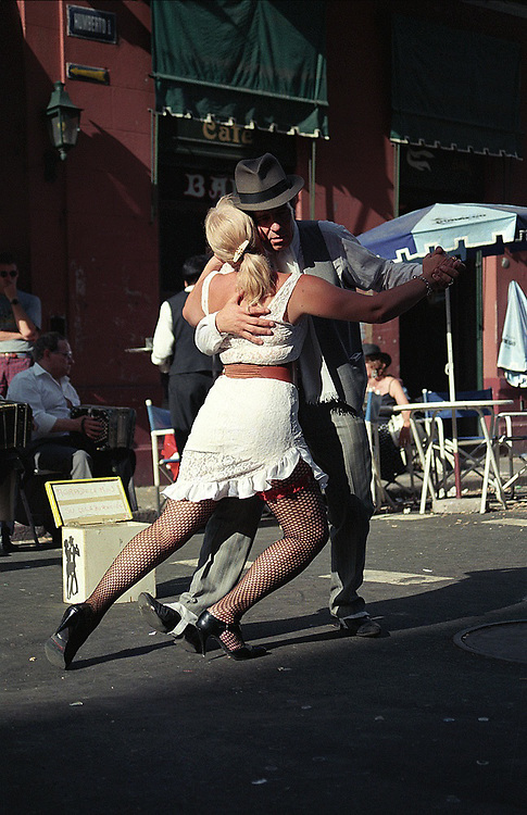 Every Sunday at Plaza Dorrego in the heart of San Telmo, surrounded by bars and restaurants, tango dancing couples offers their shows in the middle of the street. Browse the antiques in the fair that clutters the square while you listen to Gardel playing on a rusty fonola.