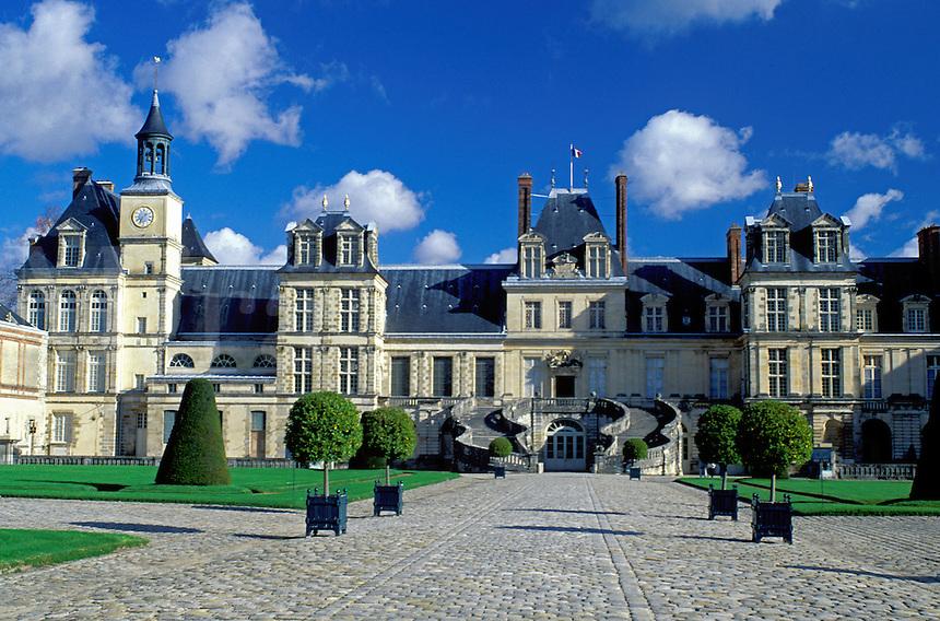 Fontainebleau, chateau, castle, Ile de France, France, Seine-et-Marne, Europe, Chateau de Fontainebleau a 12th-century palace.