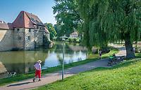 Deutschland, Bayern, Mittelfranken, Naturpark Altmuehltal, Weissenburg in Bayern: Der Stichvillenpark, auch Seeweiherpark genannt, mit der Seeweihermauer | Germany, Bavaria, Middle Franconia, Nature Park Altmuehl Valley, Weissenburg in Bayern: Stichvillen Park, also named Seeweiher Park, with Seeweiher Wall