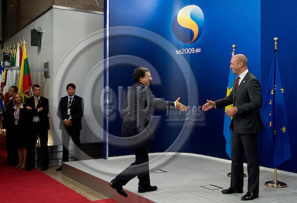 Brussels-Belgium - September 17, 2009 -- Informal European Council, EU-summit under Swedish Presidency; here, Fredrik REINFELDT (ri), Prime Minister of Sweden, welcomes José (Jose) Manuel BARROSO (le), President of the European Commission -- Photo: Horst Wagner / eup-images