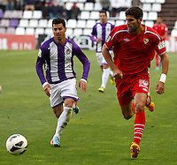 Real Valladolid´s Guerra (l) V Sevilla´s Fazio (r) during La Liga match. March 28, 2010. (ALTERPHOTOS/Víctor J Blanco)