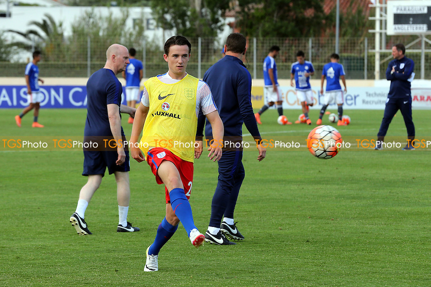 Ben Chilwell of England and Leicester warms up pre-match during Paraguay Under-20 vs England Under-20, 2016 Toulon Tournament Football at Stade Antoine Baptiste on 25th May 2016