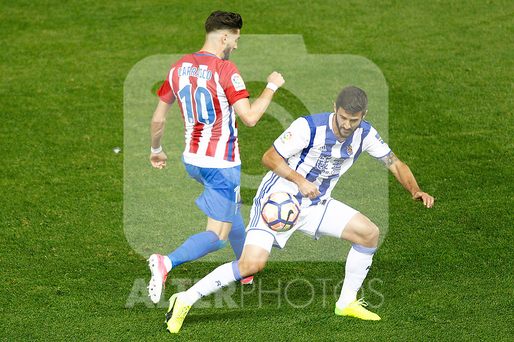 Atletico de Madrid's Yannick Ferreira Carrasco (l) and Real Sociedad's Raul Navas during La Liga match. April 4,2017. (ALTERPHOTOS/Acero)