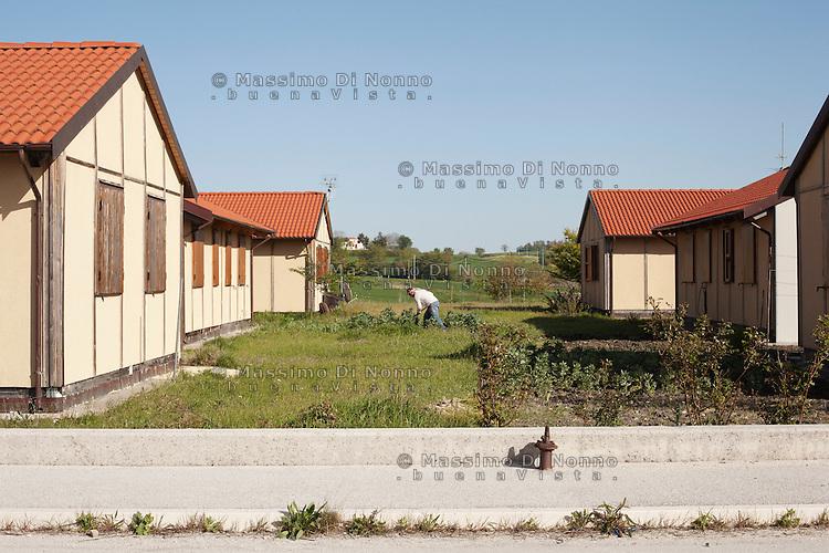 Bonefro: un abitante del villaggio coltiva l'orto dietro casa