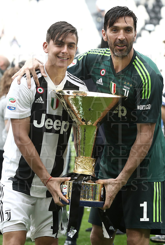 Calcio, Serie A: Juventus - Hellas Verona, Torino, Allianz Stadium, 19 maggio, 2018.<br /> Juventus' Captain and goalkeeper Gianluigi Buffon (r) and Juventus Paulo Dybala (l) celebrate with the trophy during the victory ceremony following the Italian Serie A football match between Juventus and Hellas Verona at Torino's Allianz stadium, 19 May, 2018.<br /> Juventus won their 34th Serie A title (scudetto) and seventh in succession.<br /> Gianluigi Buffon played his last match with Juventus today after 17 years.<br /> UPDATE IMAGES PRESS/Isabella Bonotto