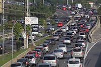 SAO PAULO, SP, 05-05-2014, TRANSITO. A segunda-feira (5) tem trafego pesado na A. Alcantara Machado no bairro da Mooca, na direção do centro de São Paulo, nas proximidades da Ligação Leste/Oeste.          Luiz Guarnieri/ Brazil Photo Press.