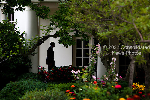 United States President Barack Obama returns to the White House after a two-day trip to the Gulf Coast, and shortly before giving his first national address from the Oval Office to confront the gulf oil crisis, in Washington DC, USA, on Tuesday, June 15, 2010..Credit: Jim Lo Scalzo - Pool via CNP