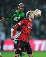 FUSSBALL   1. BUNDESLIGA    SAISON 2012/2013    14. Spieltag   SV Werder Bremen - Bayer 04 Leverkusen                28.11.2012 Theodor Gebre Selassie (li, SV Werder Bremen) gegen Andre Schuerrle (re, Bayer 04 Leverkusen)