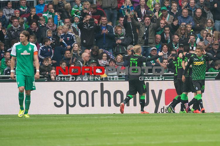 16.05.2015, Weser Stadion, Bremen, GER, 1.FBL. Werder Bremen vs Borussia Moenchengladbach, im Bild<br /> <br /> 0 zu 2 durch Raffael (Borussia M&ouml;nchengladbach) <br /> jubel Raffael (Borussia M&ouml;nchengladbach)<br /> Amin Younes (Borussia M&ouml;nchengladbach)<br /> Granit Xhaka (Borussia M&ouml;nchengladbach)<br /> entt&auml;uscht / enttaeuscht / traurig /<br /> Sebastian Pr&ouml;dl / Proedl (Bremen #15)<br /> Foto &copy; nordphoto / Kokenge
