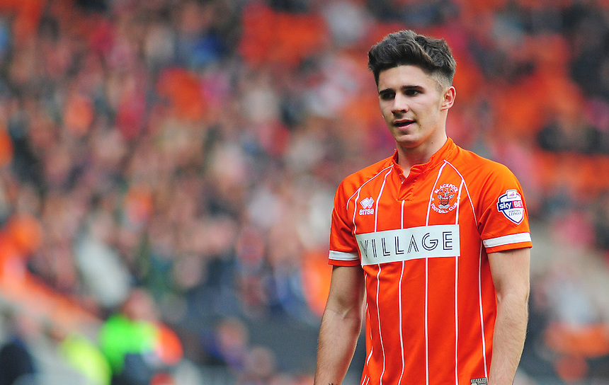 Blackpool's Henry Cameron in action during todays match  <br /> <br /> Photographer Kevin Barnes/CameraSport<br /> <br /> Football - The Football League Sky Bet League One - Blackpool v Swindon Town - Saturday 3rd October 2015 - Bloomfield Road - Blackpool<br /> <br /> &copy; CameraSport - 43 Linden Ave. Countesthorpe. Leicester. England. LE8 5PG - Tel: +44 (0) 116 277 4147 - admin@camerasport.com - www.camerasport.com