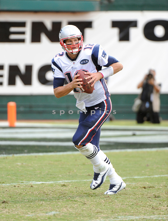 TOM BRADY, of the New England Patriots, in action during the Patriots game against the Oakland Raiders on October 2, 2011 at O.co Stadium in Oakland, CA. The Patriots beat the Raiders 31-19.