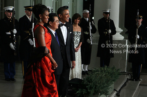United States President Barack Obama (R) and first lady Michelle Obama (L) welcome President Hu Jintao of China (C) for a State dinner at the White House, Wednesday, January 19, 2011 in Washington, DC. Obama and Hu met in the Oval Office earlier in the day.  .Credit: Alex Wong / Pool via CNP