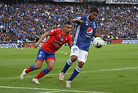 BOGOTÁ- COLOMBIA,25-05-2019:Christian Marrugo (Der.) jugador de Millonarios disputa el balón con Daniel Giraldo (Izq.) jugador del  Deportivo Pasto durante el cuarto  partido de los cuadrangulares finales de la Liga Águila I 2019 jugado en el estadio Nemesio Camacho El Campín de la ciudad de Bogotá. /Christian Marrugo (R) player of Millonarios fights the ball  against of Daniel Giraldo(L) player of Deportivo Pasto during the fourth match for the quarter finals B of the Liga Aguila I 2019 played at the Nemesio Camacho El Campin stadium in Bogota city. Photo: VizzorImage / Felipe Caicedo / Staff