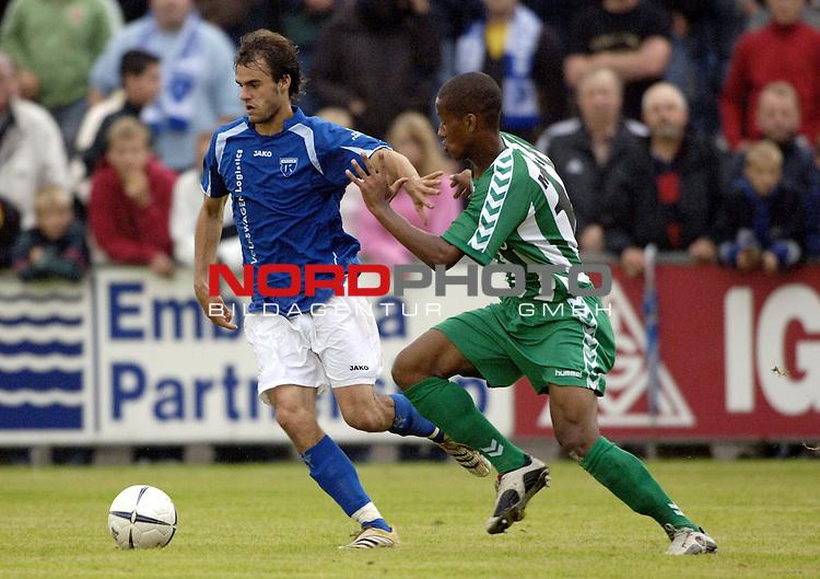 RLN 2006/2007 - 2.Spieltag Hinrunde BSV Kickers Emden - VfB Luebeck;<br /> Falk Schindler (Kickers) gegen Abdoul Karim Martens<br /> <br /> <br /> Foto &copy; nordphoto