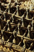 Europe/France/Champagne-Ardenne/51/Marne/Hautvillers: Musée Dom Perignon / Moet à l' église Abbatiale  , ou le  moine Dom Perignon decouvrit  l'élaboration du champagne -  Anciennes bouteilles de Champagne