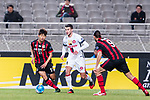 Sydney Wanderers Midfielder Lachlan Scott (C) plays against FC Seoul Forward Yun Illok (L) during the AFC Champions League 2017 Group F match between FC Seoul (KOR) vs Western Sydney Wanderers (AUS) at the Seoul World Cup Stadium on 15 March 2017 in Seoul, South Korea. Photo by Chung Yan Man / Power Sport Images