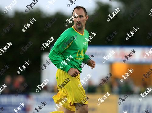 2010-09-25 / Voetbal / seizoen 2010-2011 / KFC Oosterzonen - Sint Lenaarts / Stefan Marien..Foto: Mpics