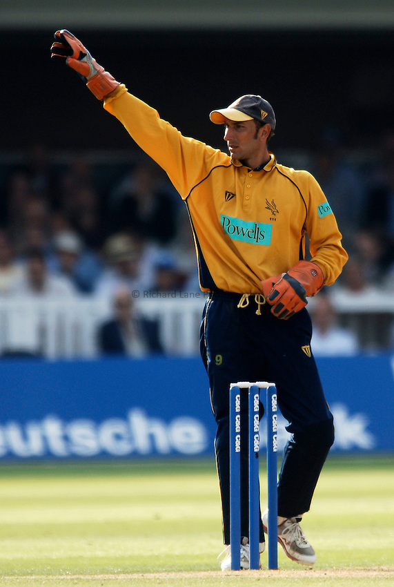 Photo: Glyn Thomas..Hampshire v Warwickshire. C&G Trophy Final..03/09/2005..Hampshire's Nic Pothas.