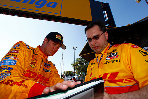 30 April - 1 May 2011, Sao Paulo, Brazil<br /> Ryan Hunter-Reay and engineer<br /> ©2011 Michael L. Levitt<br /> LAT Photo USA