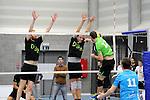 2015-10-24 / Volleybal / Seizoen 2015-2016 / Vosselaar - Mendo Booischot / Bastiaan Van Deun (l.) en Joris Relecom proberen Bob Douwen (Mendo) af te stoppen<br /><br />Foto: Mpics.be