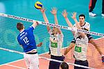 24.02.2019, SAP Arena, Mannheim<br /> Volleyball, DVV-Pokal Finale, VfB Friedrichshafen vs. SVG LŸneburg / Lueneburg<br /> <br /> Angriff Jakob GŸnthšr / Guenthoer (#12 Friedrichshafen) - Block / Doppelblock Noah Baxpšhler / Baxpoehler (#4 Lueneburg), Cody Kessel (#5 Lueneburg)<br /> <br />   Foto © nordphoto / Kurth