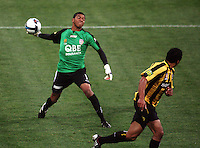 Perth keeper Tando Velaphi during the A-League football match between Wellington Phoenix and Perth Glory at Westpac Stadium, Wellington, New Zealand on Sunday, 16 August 2009. Photo: Dave Lintott / lintottphoto.co.nz