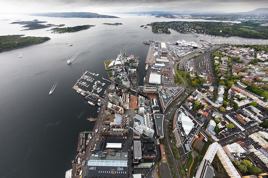 Oslo fra lufta, 20150519. Aker brygge og Filipstadkaia. Foto: Eirik Helland Urke.