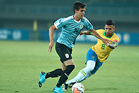 PEREIRA - COLOMBIA, 22-01-2020: Matheus Souza de Brasil disputa el balón con Francisco Ginella de Uruguay durante partido entre Brasil y Uruguay por la fecha 2, grupo B, del CONMEBOL Preolímpico Colombia 2020 jugado en el estadio Hernan Ramirez Villegas en Pereira, Colombia. / Matheus Souza of Brazil fights the ball with Francisco Ginella of Uruguay during the match between Brazil and Uruguay for the date 2, group B, for the CONMEBOL Pre-Olympic Tournament Colombia 2020 played at Hernan Ramirez Villegas stadium in Pereira, Colombia. Photo: VizzorImage / Julian Medina / Cont