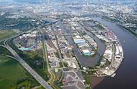 Peute:EUROPA, DEUTSCHLAND, HAMBURG, VEDDEL 08.06.2005: Peute, Veddel, Hafen, Elbe, Gewerbe, Hovekanal, Mueggenburger Kanal, Hovestrasse, Peutestrasse, Luftaufnahme, Luftbild,  Luftansicht