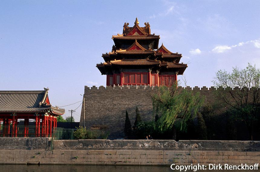 Nord-Ost-Turm der Palastmauer, Kaiserpalast (Gugong, Verbotene Stadt), Peking,  China, Unesco-Weltkulturerbe