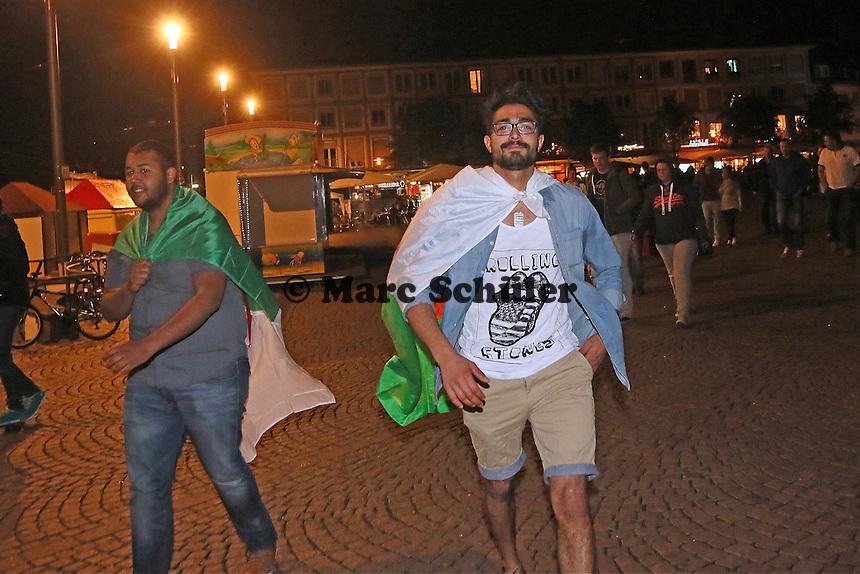 Public Viewing auf dem Marktplatz am Ratskeller, Fans von Algerien wirken nach dem 2:1 dennoch zufrieden