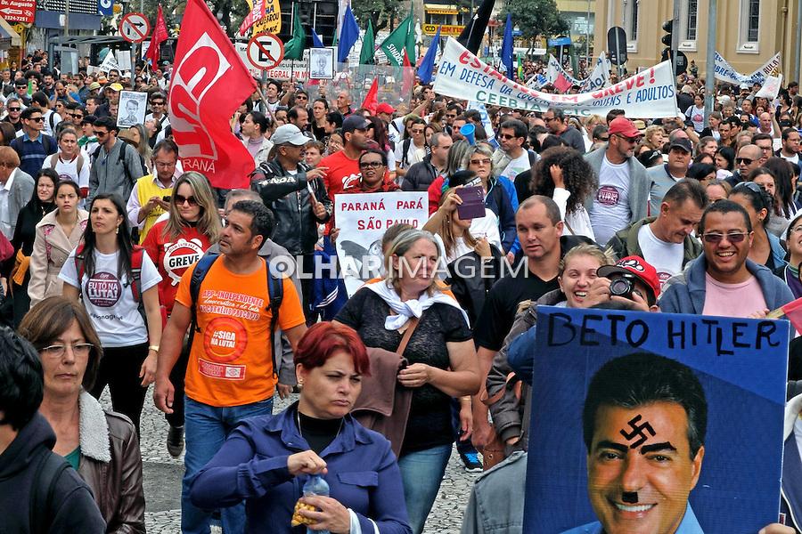 Manifestaçao de servidores do estado do Parana por aumento salarial. Curitiba. Parana. 2015. Foto de Antonio Costa