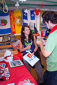 An IST Member from sweden is talking to an CMT from Canada in their Headquarters. Photo: André Jörg/ Scouterna
