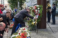 Gedenken anlaesslich 56. Jahrestag des Mauerbau in Berlin.<br /> Am Sonntag den 13. August 2017 gedachten Politiker des Berliner Abgeordnetenhaus und des Bundestag in der Berliner Zimmerstrasse des ersten Mauertoten Peter Fechter. Fechter wurde bei seinem Fluchtversuch am 17. August 1962 an dieser Stelle 22jaehrig von den DDR-Grenzsoldaten Rolf F. (damals 26 Jahre), Erich S. (damals 20 Jahre) in den Ruecken geschossen und verblutete. Er lag fast eine Stunde im Sterben, weder die DDR-Grenzer, noch Westberliner griffen ein.<br /> Im Bild: Ralf Wieland, Praesident des Berliner Abgeordnetenhauses.<br /> 13.8.2017, Berlin<br /> Copyright: Christian-Ditsch.de<br /> [Inhaltsveraendernde Manipulation des Fotos nur nach ausdruecklicher Genehmigung des Fotografen. Vereinbarungen ueber Abtretung von Persoenlichkeitsrechten/Model Release der abgebildeten Person/Personen liegen nicht vor. NO MODEL RELEASE! Nur fuer Redaktionelle Zwecke. Don't publish without copyright Christian-Ditsch.de, Veroeffentlichung nur mit Fotografennennung, sowie gegen Honorar, MwSt. und Beleg. Konto: I N G - D i B a, IBAN DE58500105175400192269, BIC INGDDEFFXXX, Kontakt: post@christian-ditsch.de<br /> Bei der Bearbeitung der Dateiinformationen darf die Urheberkennzeichnung in den EXIF- und  IPTC-Daten nicht entfernt werden, diese sind in digitalen Medien nach §95c UrhG rechtlich geschuetzt. Der Urhebervermerk wird gemaess §13 UrhG verlangt.]