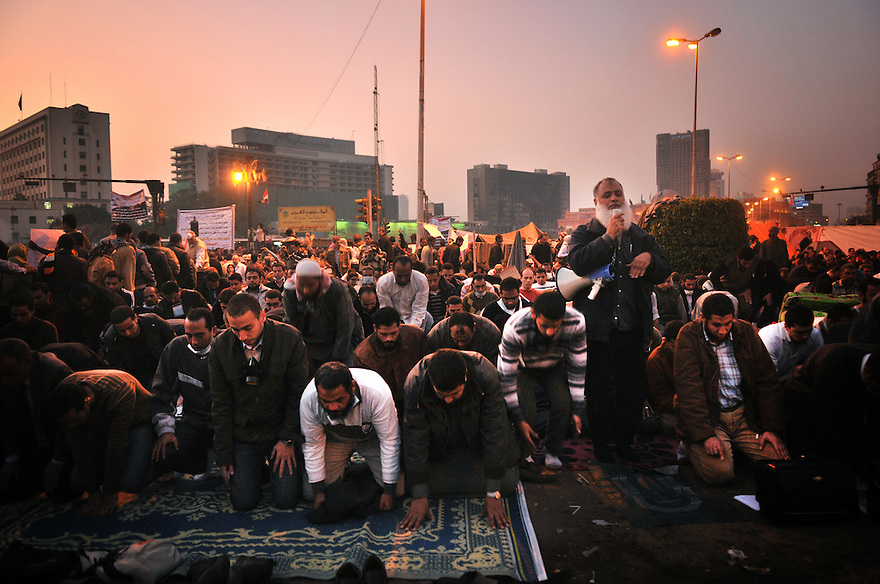 Praying in Tharir square. after three days of deadly violence between demonstrators and security forces, the military challenge in Egypt reached an agreement with representatives of five political parties.