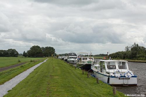 Recreatievaart in de Pier Christiaansloot (Pier Christiaanssleat) tussen het Tjeukemeer (Tsjûkemar) en de Tjonger (Tsjonger).