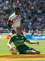 Twickenham, United Kingdom. 3rd June 2018, HSBC London Sevens Series. Game 30 Cup Quarter Final. United States vs Ireland.<br /> <br /> Jordan CONROY, touches down to open the scoring in Rugby 7's match played at the  RFU Stadium, Twickenham, England, <br /> <br /> <br /> <br /> &copy; Peter SPURRIER/Alamy Live News