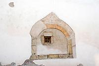 Italy, Alto Adige-Trentino (South Tyrol), village Montagna: window, crumbling plaster   Italien, Suedtirol (Alto Adige-Trentino), Montan: Dorf im Suedtiroler Unterland - Fenster, abbroeckelnder Putz