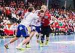 Eskilstuna 2014-10-03 Handboll Elitserien Eskilstuna Guif - Alings&aring;s HK :  <br /> Sk&ouml;vdes Joel J&auml;rlfors i kamp om bollen med Sk&ouml;vdes Robin W&auml;rn och Adam Samuelsson <br /> (Foto: Kenta J&ouml;nsson) Nyckelord:  Eskilstuna Guif Sporthallen IFK Sk&ouml;vde HK