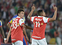 BOGOTÁ -COLOMBIA, 01-04-2014. Wilder Medina (Der) Jugador de Independiente Santa Fe celebra un gol en contra del Deportivo Pasto durante partido por la fecha 14 por la Liga Postobón  I 2014 jugado en el estadio Nemesio Camacho el Campín de la ciudad de Bogotá./ Independiente Santa Fe player Wilder Medina (R) celebrate a goal against Deportivo Pasto during match for the 14th date for the Postobon  League I 2014 played at Nemesio Camacho El Campin stadium in Bogotá city. Photo: VizzorImage/ Gabriel Aponte / Staff